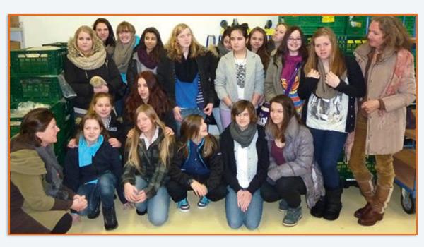 Die 7. Klasse der Lilli-Martius-Schule mit ihrer Fachlehrerin und der Klassenlehrerin Frau Sauer